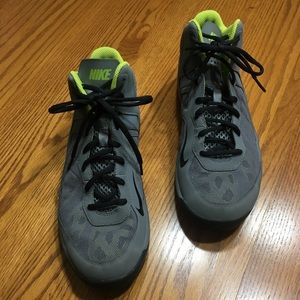 Nike Dual Fusion basketball shoes. In size 9.5.